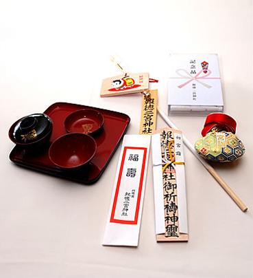 1万円以上  (祈祷木札(小)・肌守り・お喰い初め膳・福箸・ガーゼハンカチ・破魔矢)